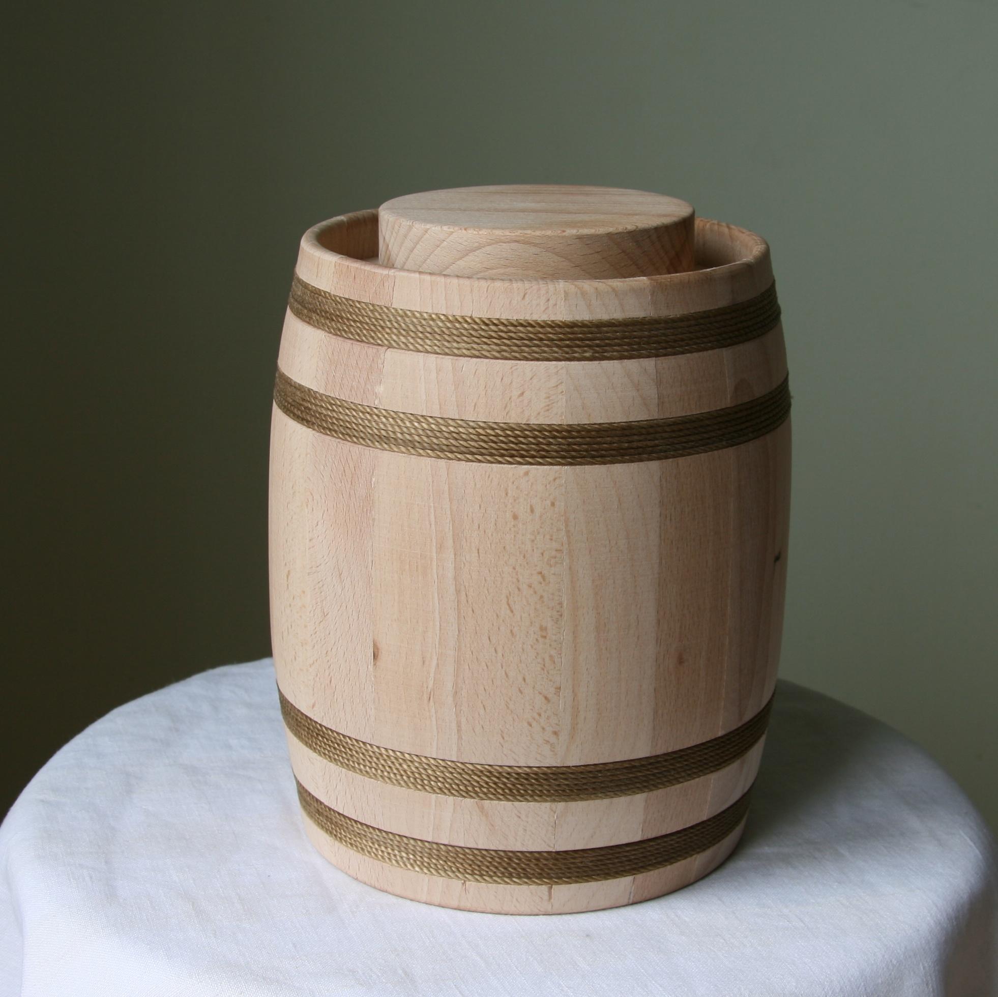 2,15kg suvenyrinė medaus statinė