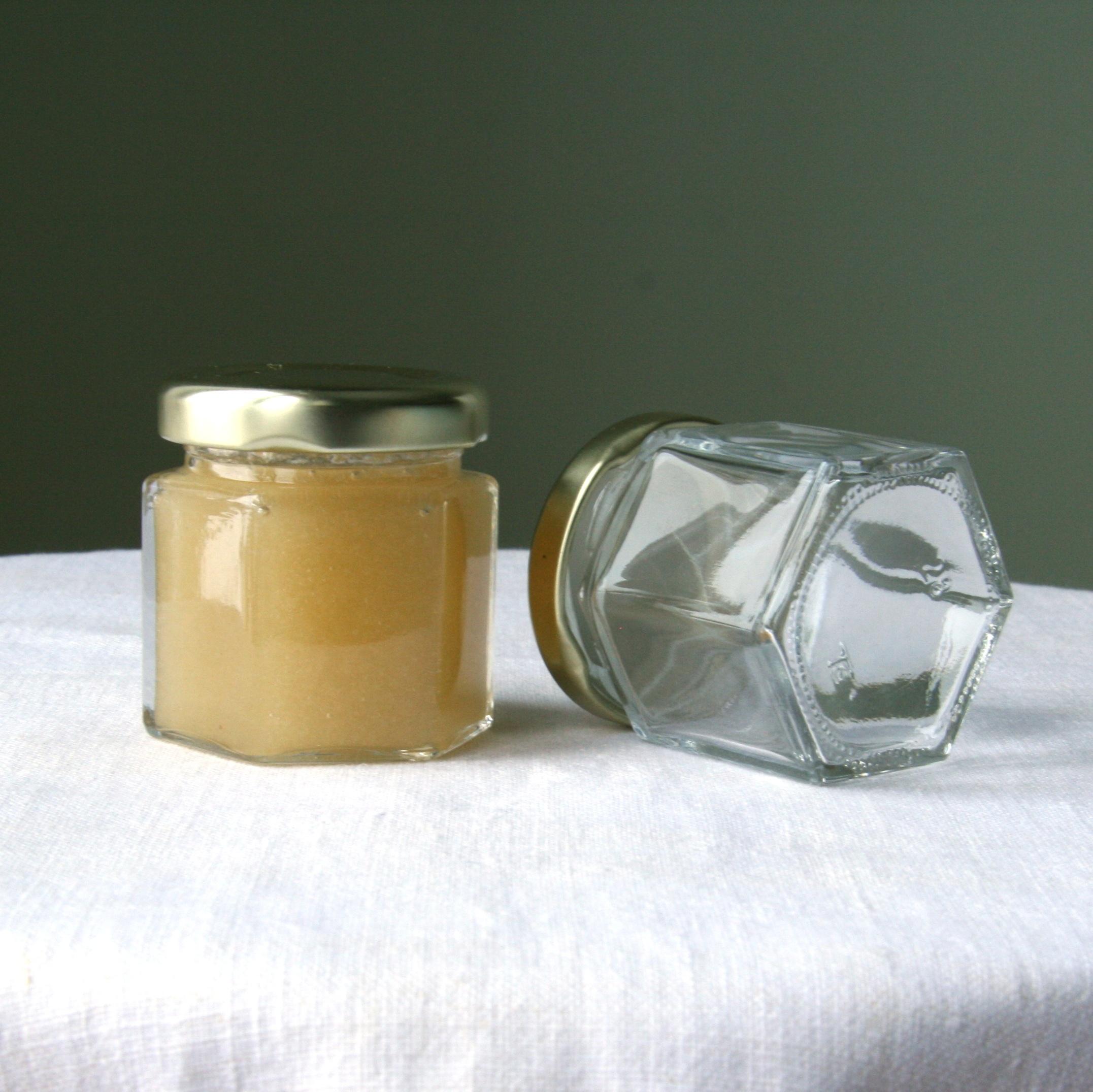Šešiabriaunis 50g medaus indelis